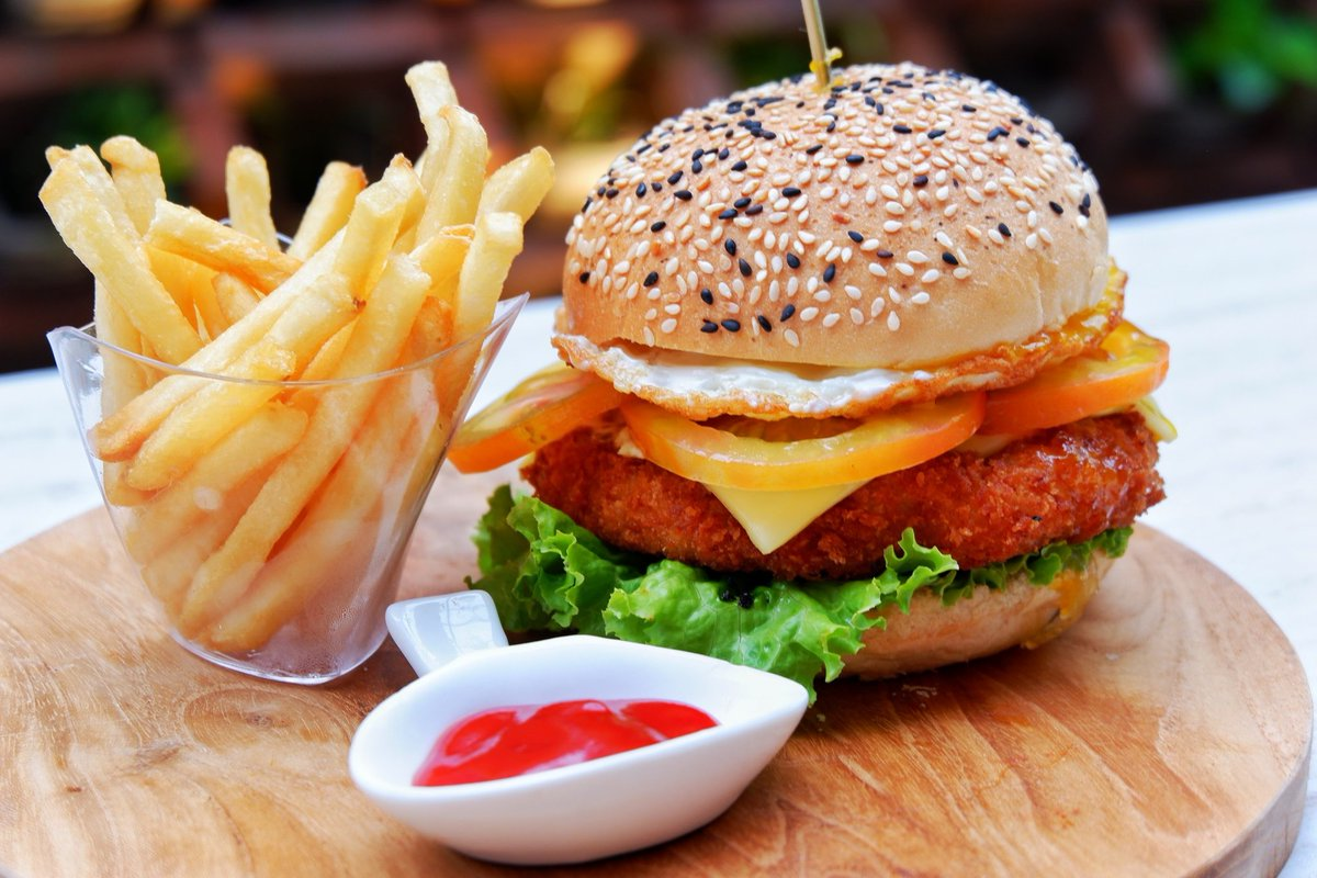 Wow  A delicious burger for today? . . #bhotelbaliandspa #bhotelbali #kutahotels #burger #frenchfries #balifoodies #balifoodguide #foodlovers #foodartblog #foodofthedaypic.twitter.com/M6KMi58YP6