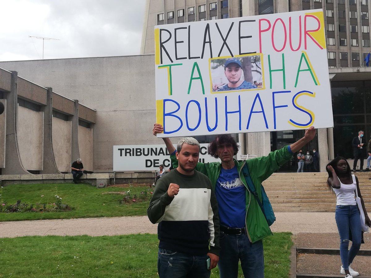 #Rassemblement devant le TGI de #Créteil pour le procès du journaliste de @LabasOfficiel @T_Bouhafs #PressFreedom #libertedelapresse #informernestpasundelit @REC_Collectif https://t.co/K8YAGyFrFy