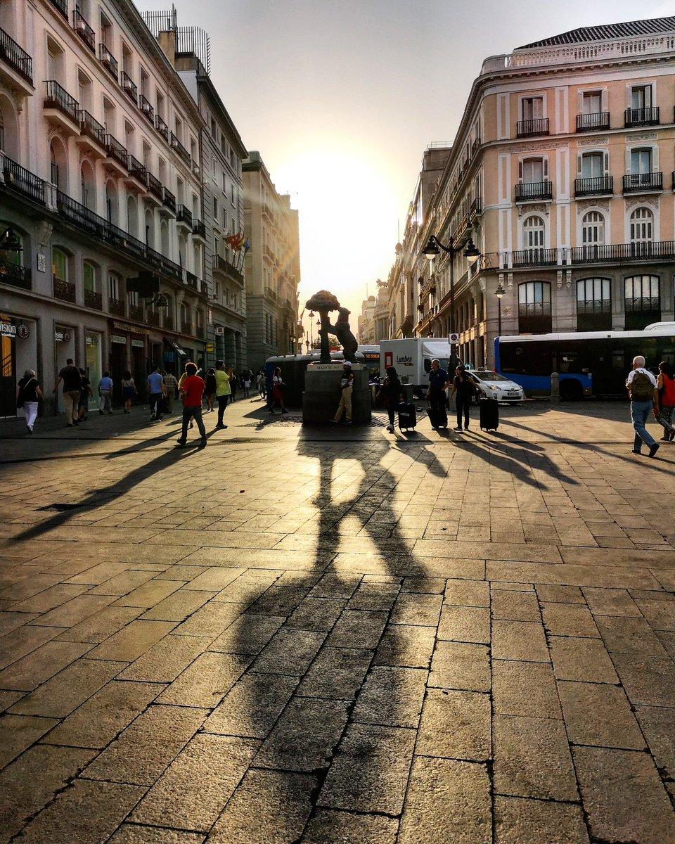 Aquel día que vi al sol despertarse en Sol 🌞 ¡Buenos días!  #madrid https://t.co/OgRNhARWx5