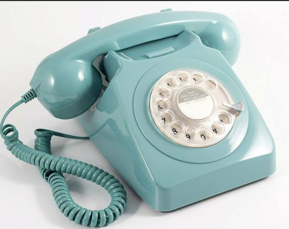 Much amusement as my 10 ans 8 yr olds tried to work out how my childhood home phone worked!! 😆