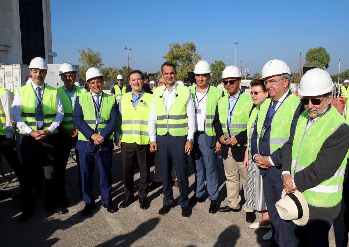 Σήμερα, με τον Πρωθυπουργό κ. @PrimeministerGR, παραβρεθήκαμε στην έναρξη των πρόδρομων εργασιών στο εργοτάξιο του Ελληνικού. https://t.co/SVKeHX66nX