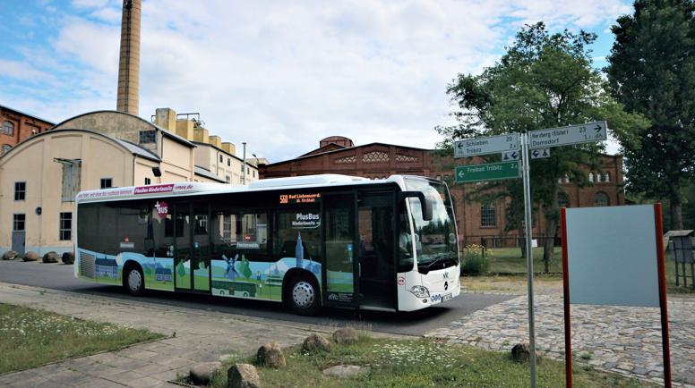 Für die meisten Buslinien im Landkreis Elbe-Elster steht am 9. August der große Fahrplanwechsel an. Wir haben eine Vielzahl an Änderungen geplant, die das ÖPNV-Angebot im #ElbeElsterLand verbessern sollen. Ausführliche Infos gibt es auf https://t.co/eiUVvwGNqb. #besserankommen https://t.co/XXYUu8RDiR