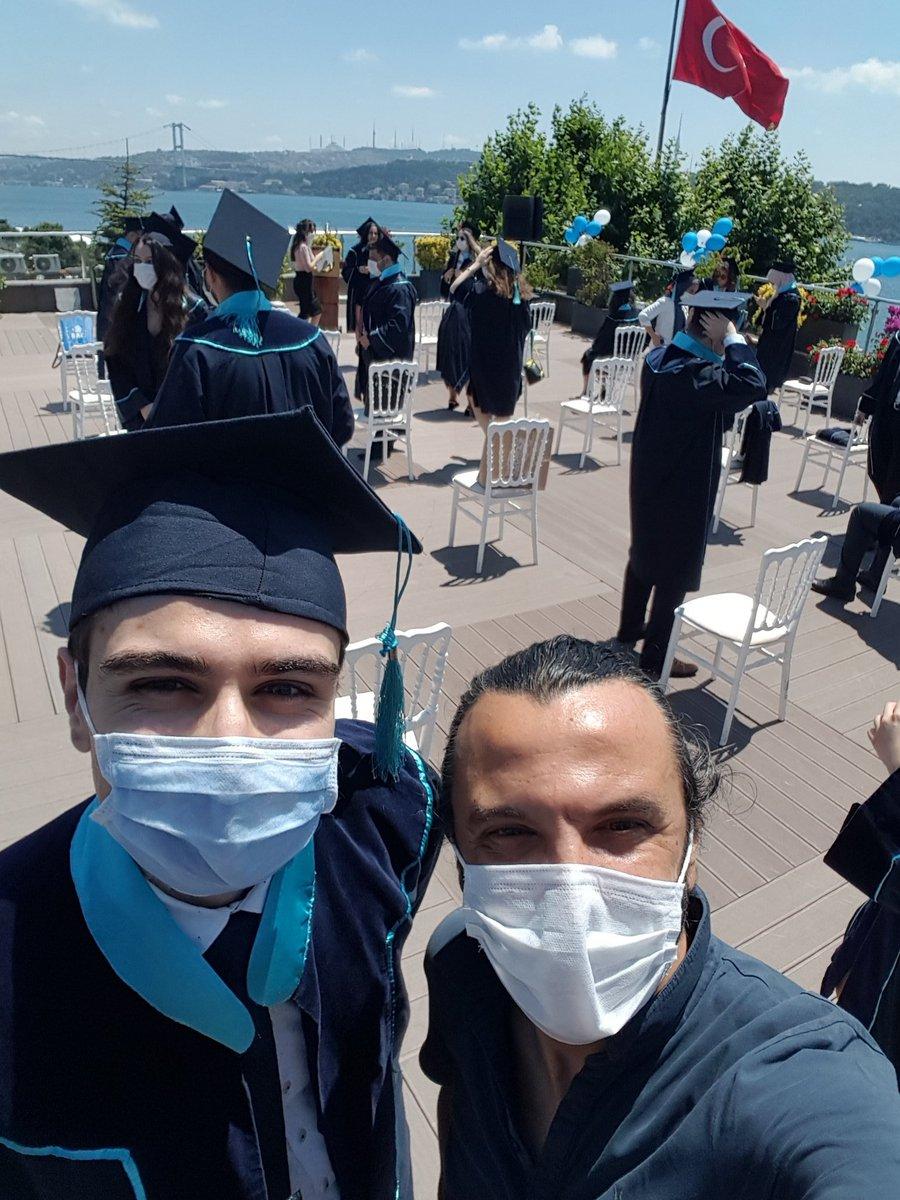 2013 yılında LYS sınavında Türkiye 1. olarak BAU Tıp'a yerleşen ve bu tercihi esnasında günlerimi birlikte geçirdiğim Mert Mestanoglu bugün mezun oldu. Bilim adami olma yolunda cok güzel ve uluslararası planları var. Tebrikler ve başarılar... https://t.co/RcasgF6TvI
