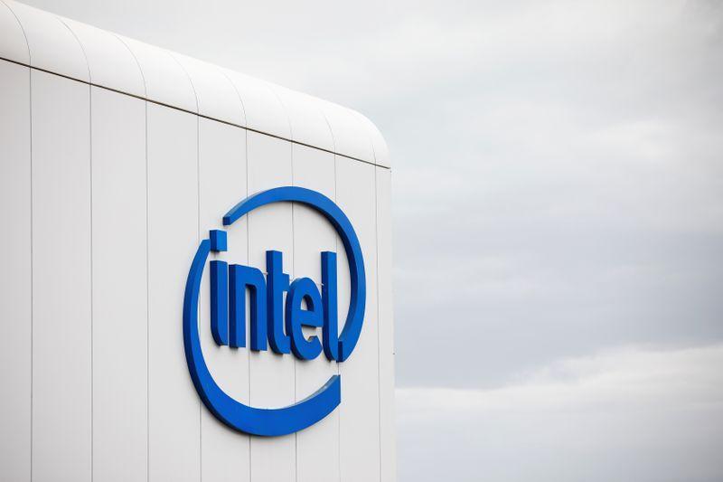 Intel to invest $255 million in Reliance's digital unit Jio Platforms https://t.co/rhMAvVDxBs https://t.co/aTO1N5QiOg