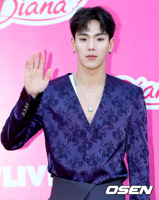 MONSTA X Shownu had urgent surgery on his left eye today due to retinal detachment  He will focus on recovery and rest, further notices about schedules will be released later   https:// n.news.naver.com/entertain/now/ article/109/0004235229  … <br>http://pic.twitter.com/mROF3xWvWM