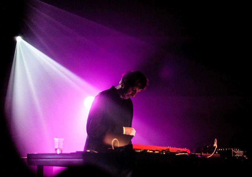 Almanya'nın gözde elektronik müzik sanatçıları arasında zirvede bulunan Christian Löffler ile görsel sanatlara olan ilgisi, yeni albümü ve müzikal yolculuğu üzerine söyleşmiştik. https://t.co/pbeq3ejsnj https://t.co/sgk3Fzq87g
