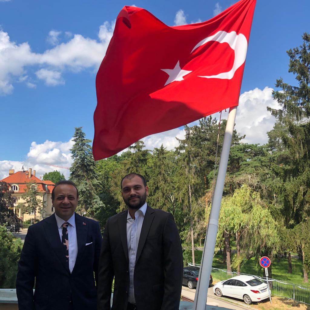 Amazon'un #Prag ofisinde çalışan vatandaşlarımızdan Sayın Abdullah Çivilibal, Büyükelçimiz Sayın @EgemenBagis'a makamında nezaket ziyaretinde bulunmuştur. https://t.co/zRTHdItohK