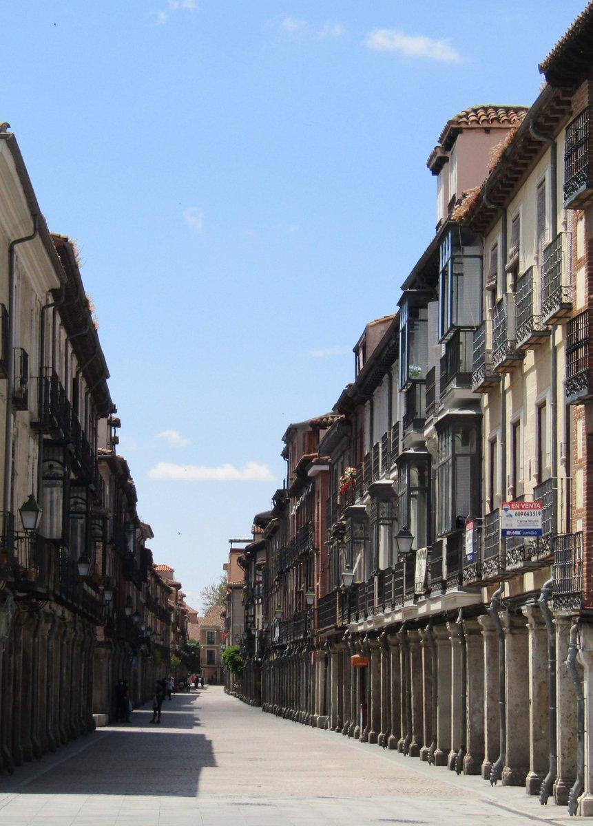 Insisto mucho con ella, pero es que esta calle Mayor es única en el mundo.  #AlcaladeHenares 📷 #MRevilla https://t.co/nNjzcwP0gb