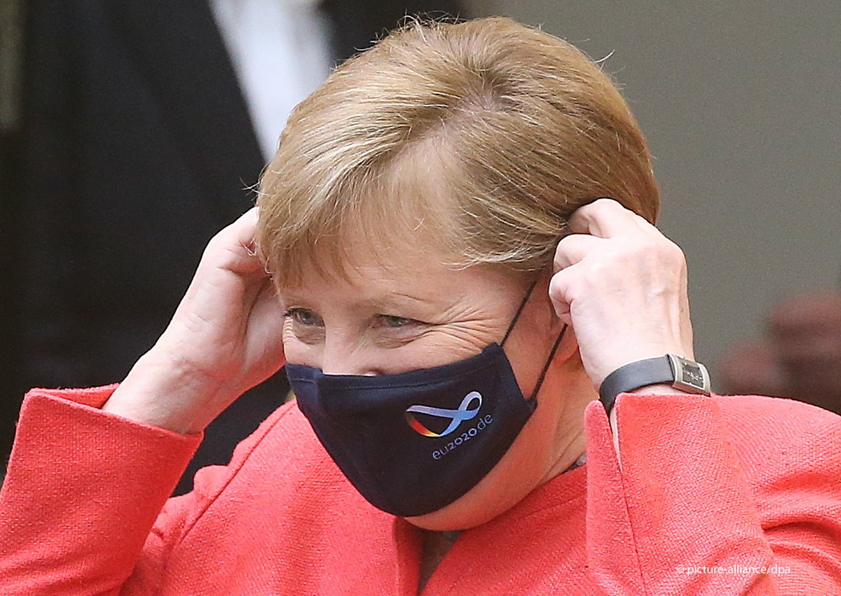 Waiting for the right one?🤔  For the first time, Chancellor Angela Merkel showed herself in public wearing a face mask. 😷 https://t.co/v3pgaLDCdv