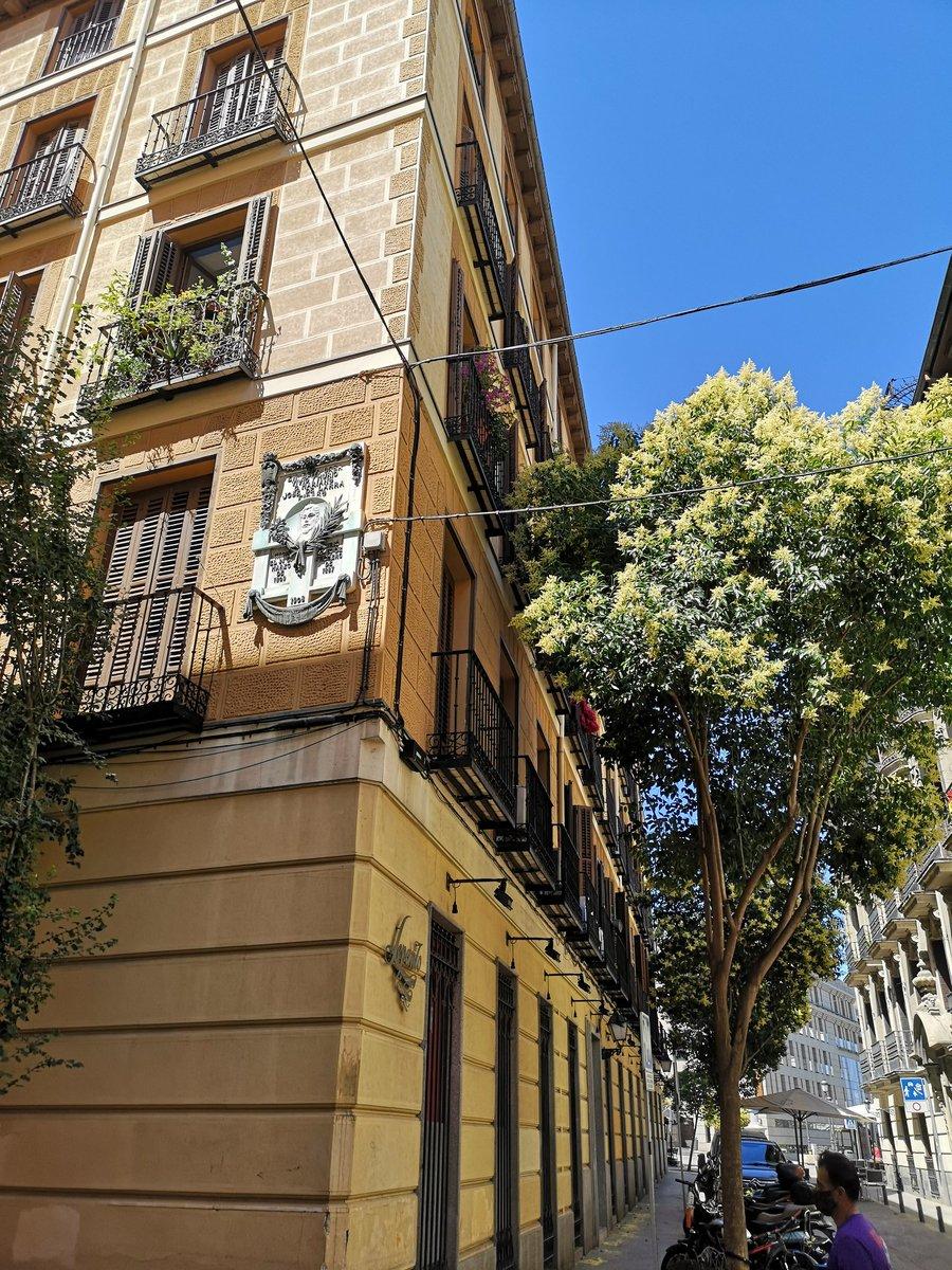 Encontrarte con la casa donde vivió y murió el escritor romántico Larra. Por estas sorpresas amo #madrid. https://t.co/cijsgbtV4h