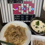 Image for the Tweet beginning: 豚肉もやしのにんにく味噌炒め、粥、納豆、あとキムチ #俺の料理