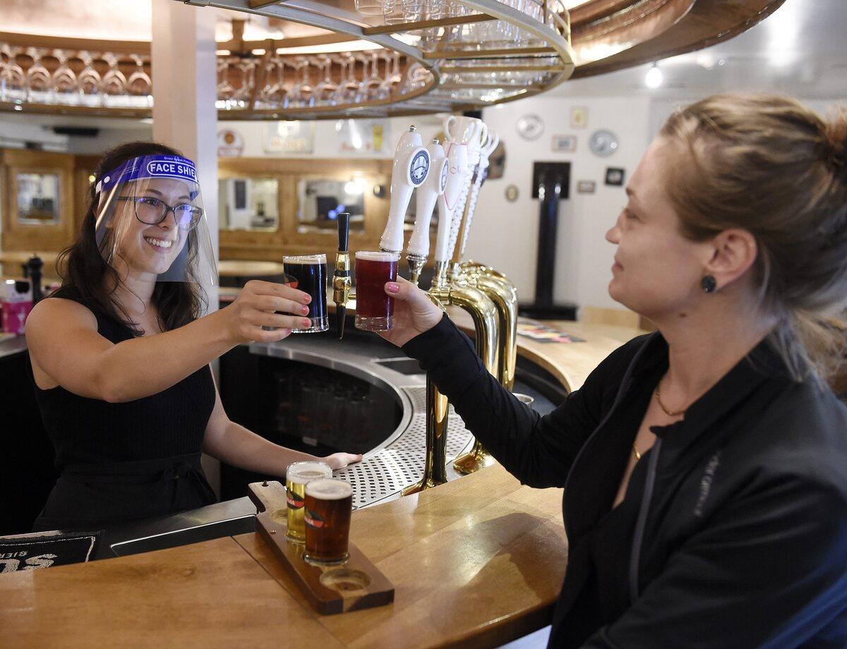 DÉCONFINEMENT   Des commerçants heureux et des tenanciers de bars déçus https://t.co/I0DfwyEJZS https://t.co/ltxz5zfFEZ