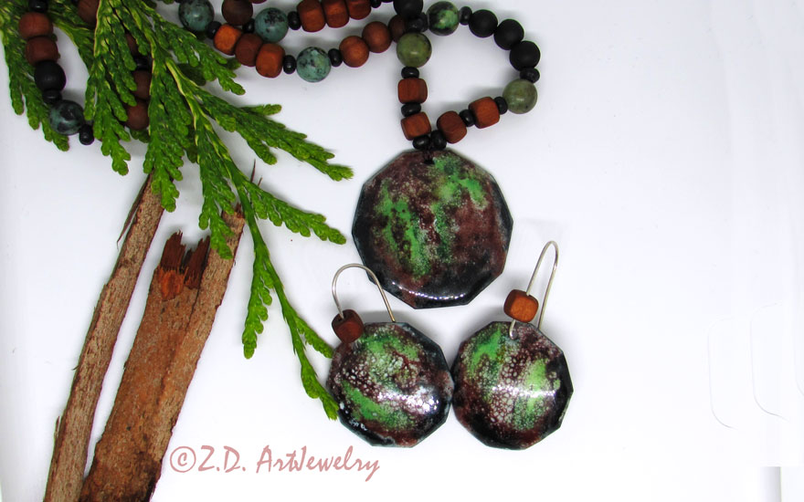 Forest jewelry set! This is a hot enamel jewelry set with forest abstract painting. #oneofakindjewelry #green #hotenamel #enameljewellery #enamelling #enamelpaint #enamelearrings #artisanjewelry #artjewelry #naturelover #melbournedesign https://zd-artjewelry.com/product/forest-enamel-jewelry-set/…pic.twitter.com/XOJS40Dzgh