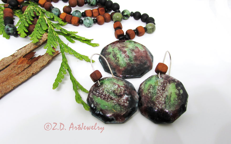 Forest jewelry set! This is an enamel jewelry set over copper with forest abstract painting. #oneofakindjewelry #green #hotenamel #enameljewellery #enamelling #enamelpaint #enamelearrings #artisanjewelry #artjewelry #naturelover #melbournedesign https://zd-artjewelry.com/product/forest-enamel-jewelry-set/…pic.twitter.com/a99twRd5ng