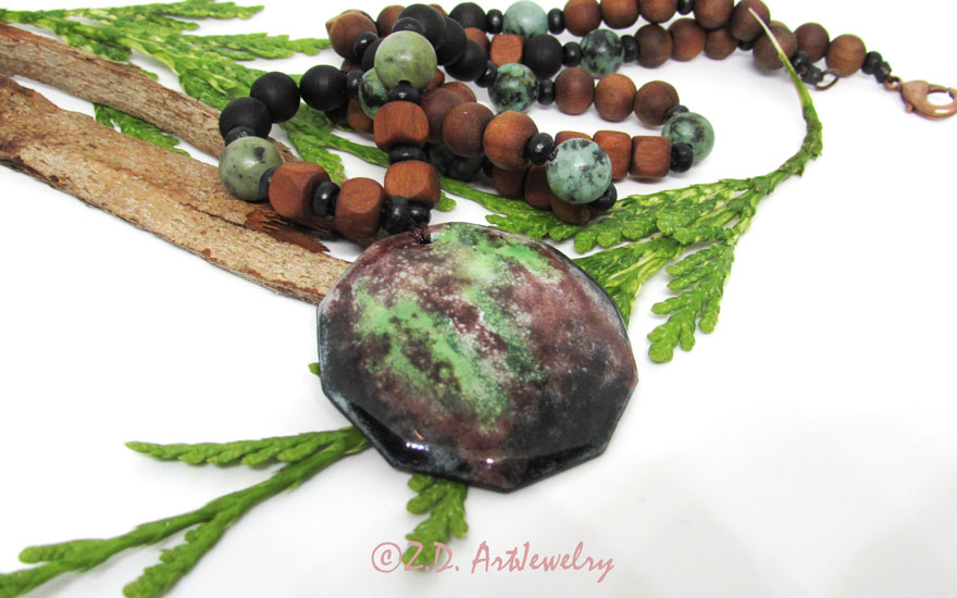 This necklace is combining enamel with wood and stone beads.  #oneofakindjewelry #green #hotenamel #enameljewellery #enamelling #enamelpaint #enamelearrings #artisanjewelry #artjewelry #naturelovers  https://zd-artjewelry.com/product/forest-enamel-jewelry-set/…pic.twitter.com/vjQYRcXUhj