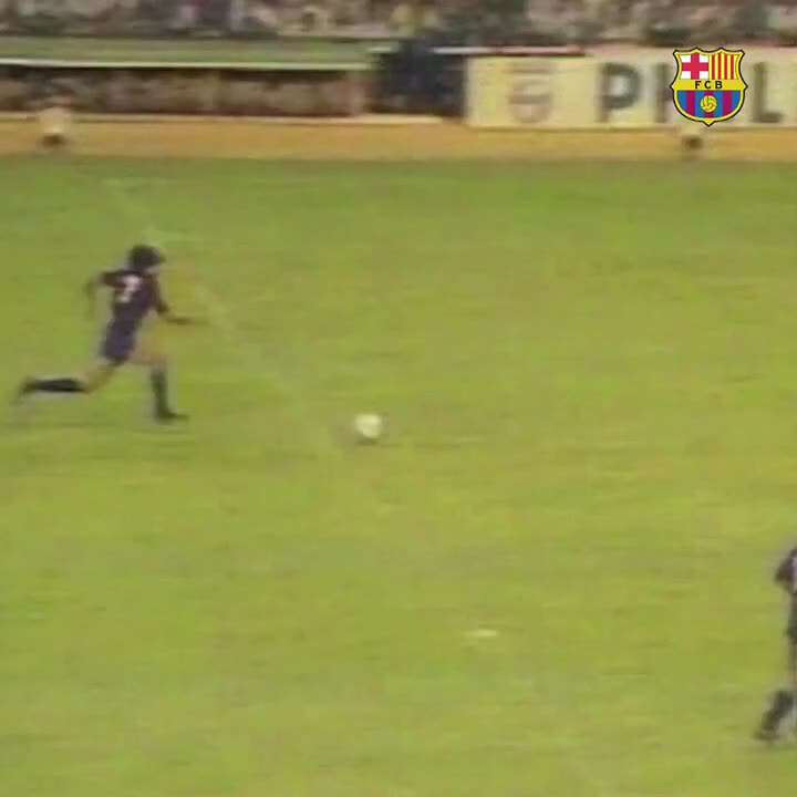 It's rare that a Barcelona player receives a standing ovation at Santiago Bernabéu.  After a magical performance in 1983, Maradona earned one 👏  (via @FCBarcelona)