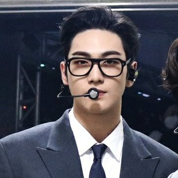 The guy with the glasses in NUEST? BAEKHO <br>http://pic.twitter.com/ZitnSjomzC