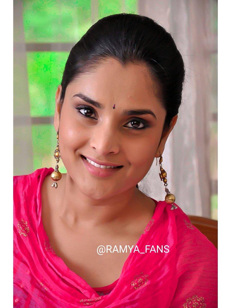 ಸ್ಯಾಂಡಲ್ ವುಡ್ ಕ್ವೀನ್ ರಮ್ಯಾ @divyaspandana #Sandalwoodqueen #sandalwoodpadmavati#sandalwoodqueenramya#kannadthi #nimmaramya#actressramya#angel #diva #divyaspandana#padmavati #luckystar_ramya #mohakataareramya #goldengirl_ramya#ramya#ramyaplsdofilms #ramya_fanspic.twitter.com/liyt70Hl8g