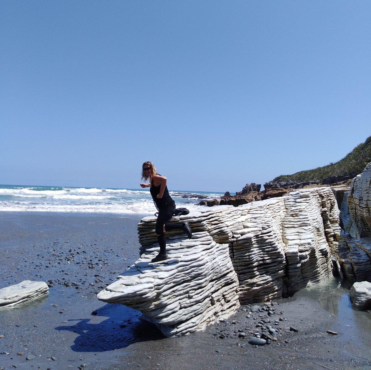 Welcome to #FlashbackFridayz 🥳 This weeks theme is #Rocks & #Stones Tweet your pics with the hashtag #FlashbackFridayz Tag & Retweet hosts @TravelBugsWorld @carpediemeire @Adventuringgal +guests hosts @AOAOxymoron @miriandmargo Tag Mates, Share Fun! 📸Pancake Rocks #NewZealand