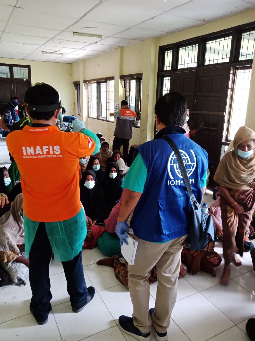 .@iomindonesia has joined coordinated efforts to help 99 #Rohingya, mostly women and children, rescued by local fisherman in Aceh on Wednesday. https://t.co/slqwqDd5a8