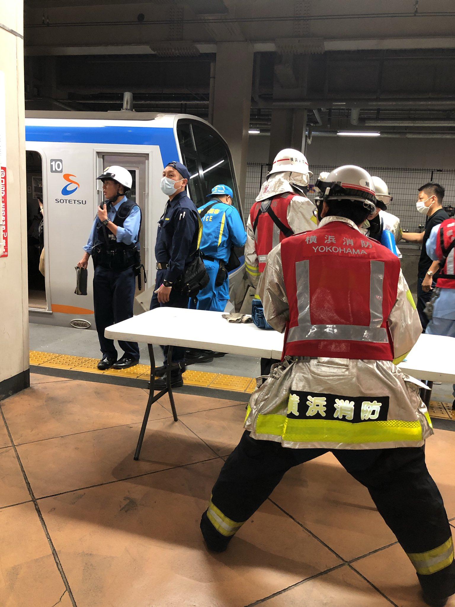 二俣川駅の人身事故で現場検証している画像