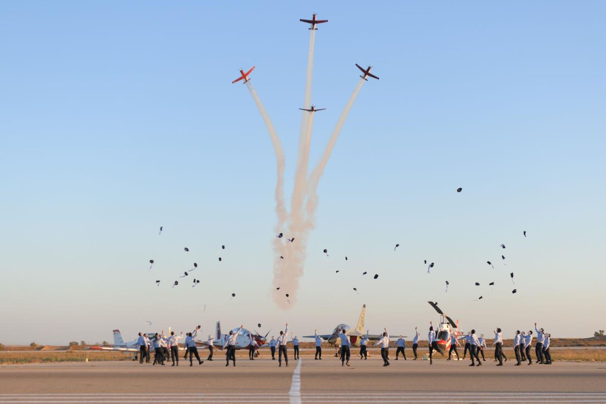 Today, these men & women received their wings.  After 3 years of intensive training at the Israeli Air Force Flight Academy, they are ready to defend Israel's skies.  Congratulations!                           ✈️ °·.¸.·°·.¸.·°¯°·.¸.·° https://t.co/8yFGzqDDo7