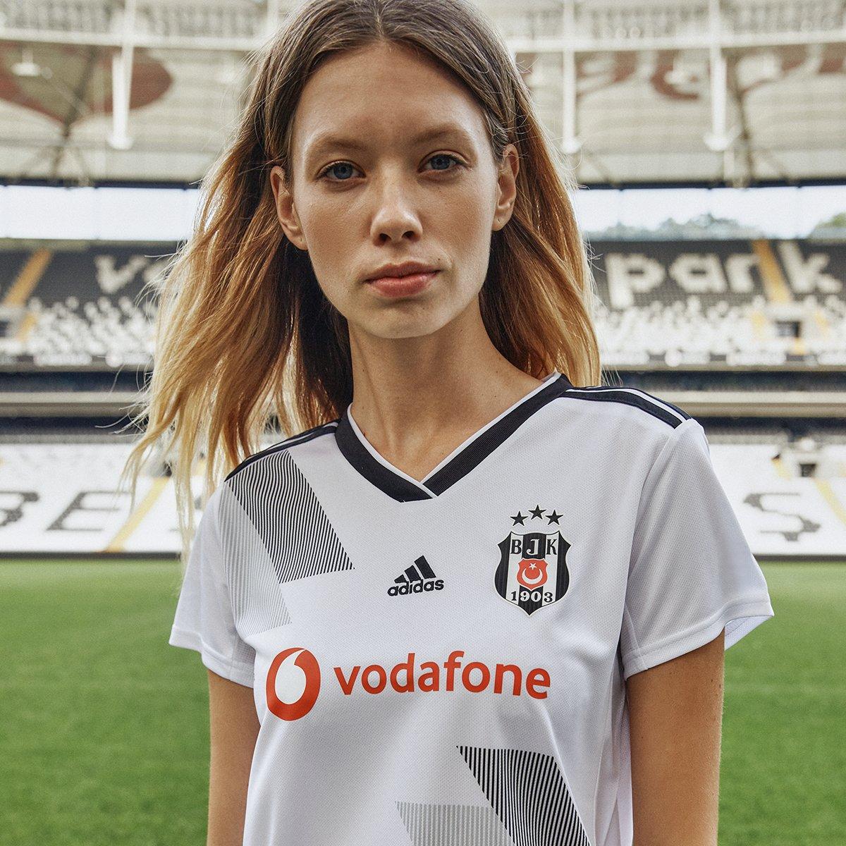 Hiç bitmeyecek büyük aşkımız ⚫️⚪️ @Besiktas   #BeşiktaşınMaçıVar  Alışveriş için:  https://t.co/gyRonZ3Jo5 https://t.co/RT42UQEESG