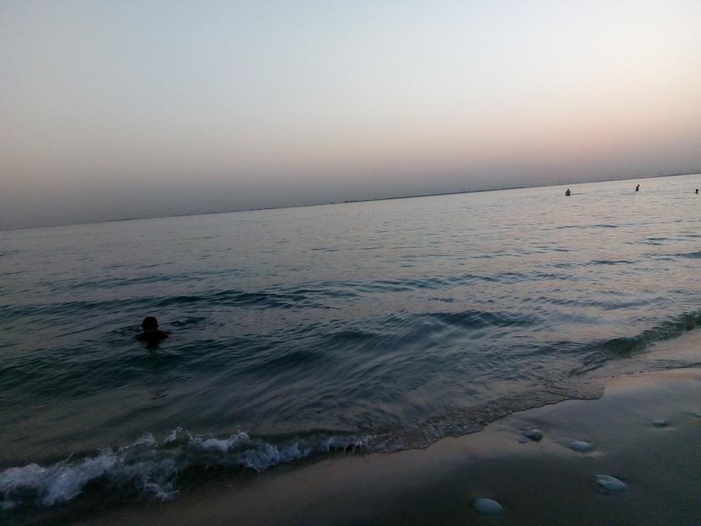 ع صوت أمواج البحر، وفي لحظة غروب  انا هنا 🌊✨ https://t.co/b299YoM7Og