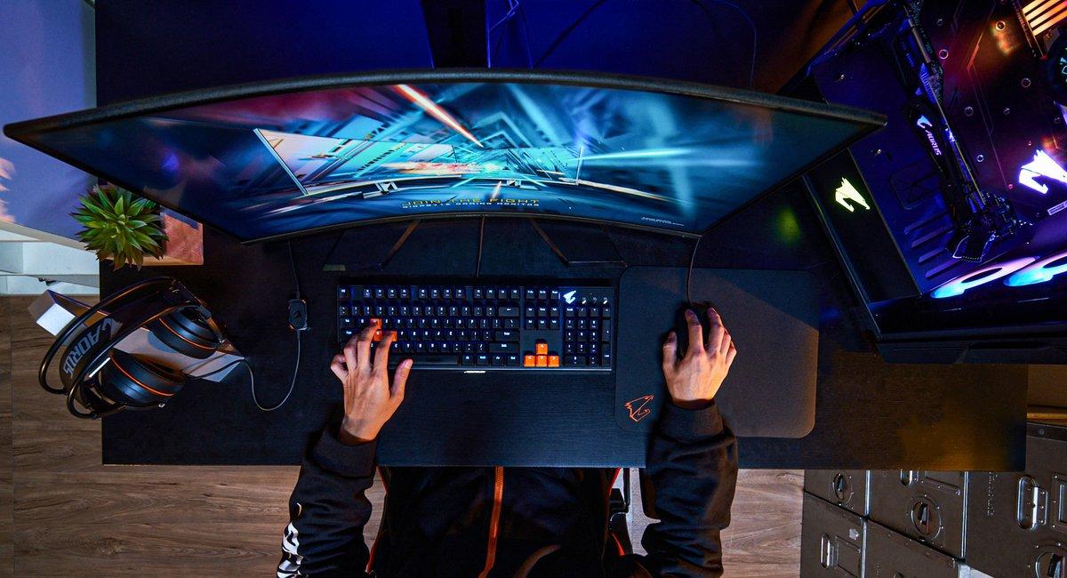 Tudo pronto para o começo do fim de semana!  O que vc jogaria com esse setup?  #Aorus é #Gaming #Sextou https://t.co/DVMKWDCnNF