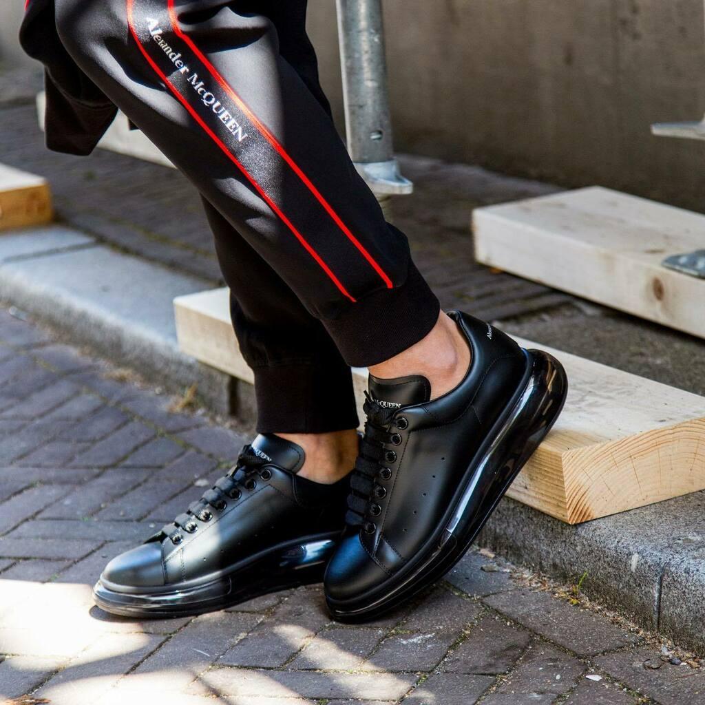 """#ALEXANDERMCQUEEN """"OVERSIZED"""" SNEAKER #MEN €450 FW20  For more Alexander McQueen https://www.derodeloper.com/heren/alexander-mcqueen/…  #fashion #instafashion #fashiongram #london #uk #england #homme #uomo #mcqueen #alexandermcqueensneakers #alexandermcqueenshoes #sneakers #sneakerh… https://instagr.am/p/CB5fqmChU55/pic.twitter.com/03RpNkDsts"""