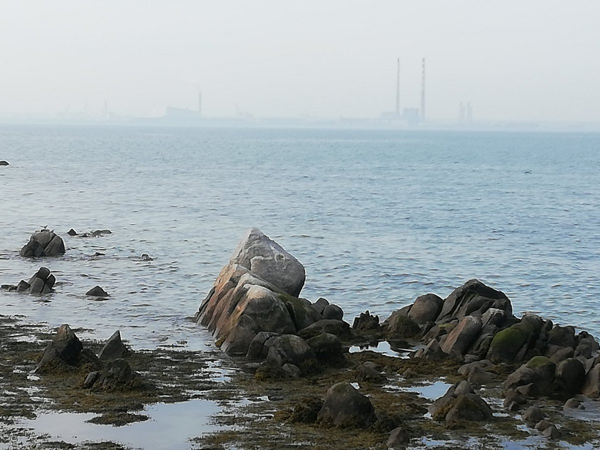 View across Dublin Bay yesterday. That is indeed a heat fog hazing the Poolbeg towers.
