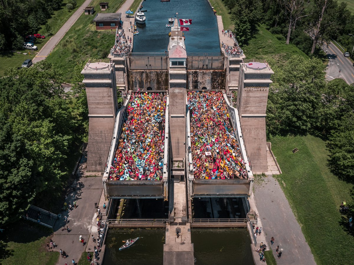 Can-oe believe it? It's #NationalCanoeDay! 🛶  Let's take a trip down memory lane to when the @TrentSevernNHS hosted #LockNPaddle for #Canada150.   The goal: 150 paddle craft into each tub of the Peterborough Lift Lock.  Total number: 328!   #PTBO #theKawarthas #ThisisLiving https://t.co/SqY9SodbTh