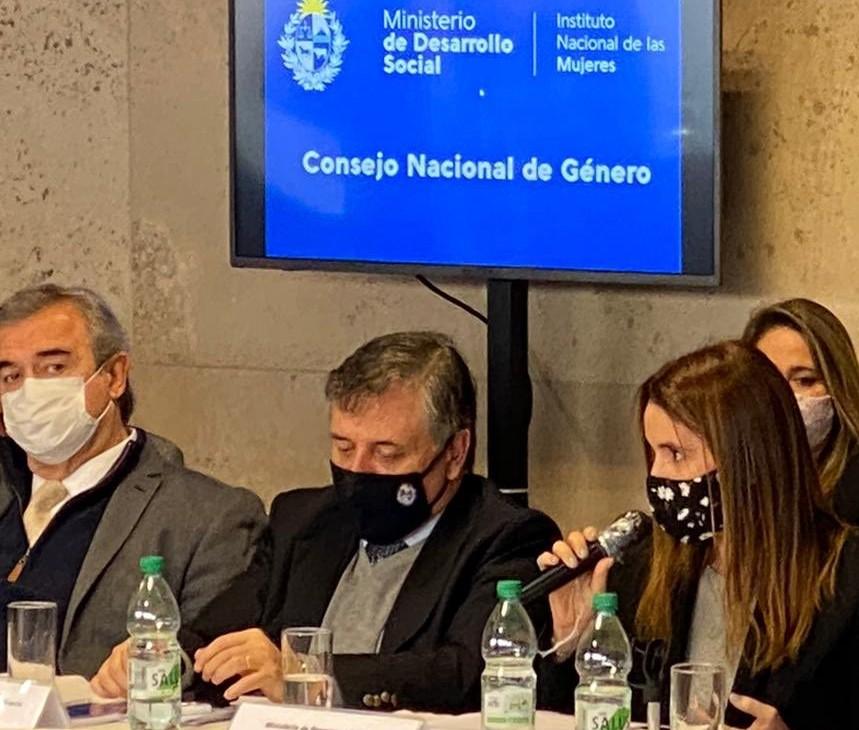 """Los ojitos de #Larrañaga arriba del tapaboca, en el """"Consejo Nacional de #Género"""", son un poema. https://t.co/GBJYFpqNm7"""