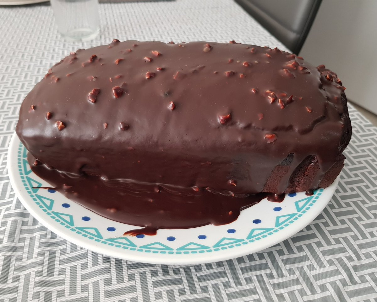 Homemade goodness 😋 #foodie #chocolate #chocolovers #chocolatecake #fudgecake #chocolatefudgecake #brownie #homemade #baking #canada #uae #pakistan https://t.co/EZftM1rH2Q