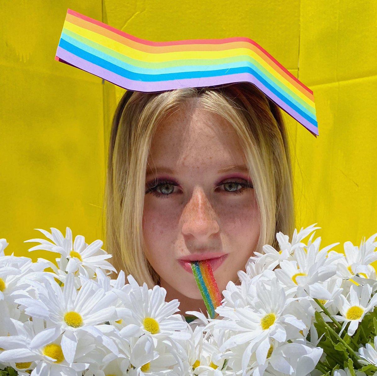 #CANTCANCELPRIDE @katyperry 🏳️🌈 #daisies https://t.co/JxbetcOsx2