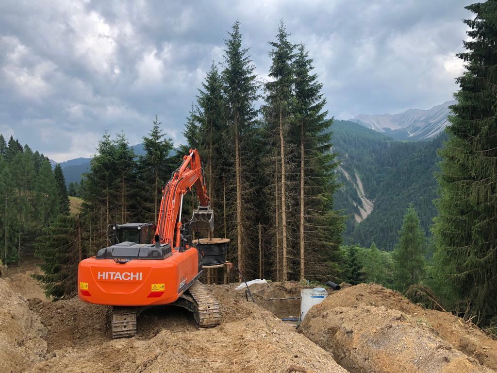 Italian company @SalomoniSRL sent us some scenic shots of a #Hitachi ZX250 #excavator in the Carnic Alps in Friuli Venezia Gulia. https://t.co/hiuJUdexyf