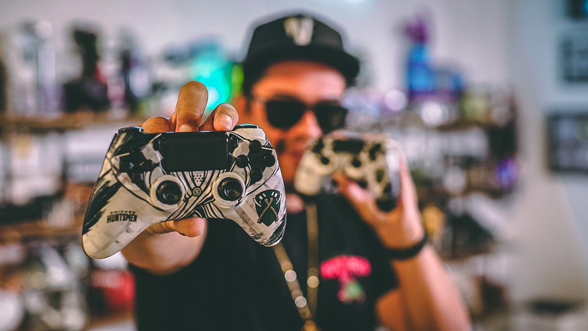 Giving one of these @Huntsmen Scuf controllers away this Sunday at 12pst.  RT and follow me & @HUNTSMEN, reply when done. https://t.co/AZG8m8FMHb