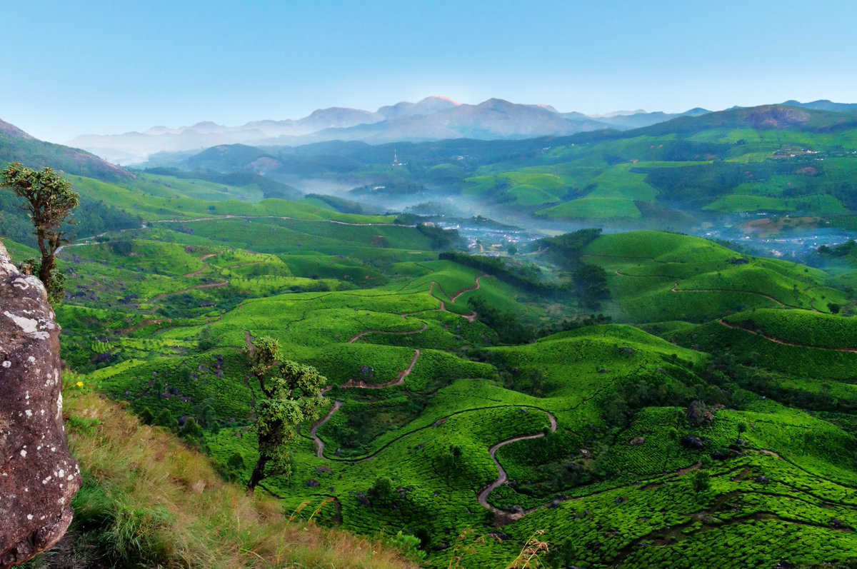 Nestled in a destination that itself is nothing less than paradise on earth itself, Devikulam is one of the hidden gem-like hill stations of #Munnar that will make you fall in love with the southern part of the country in an instant.  @KeralaTourism   ©https://t.co/xyEp3ydEE2 https://t.co/crxPbZNUEB