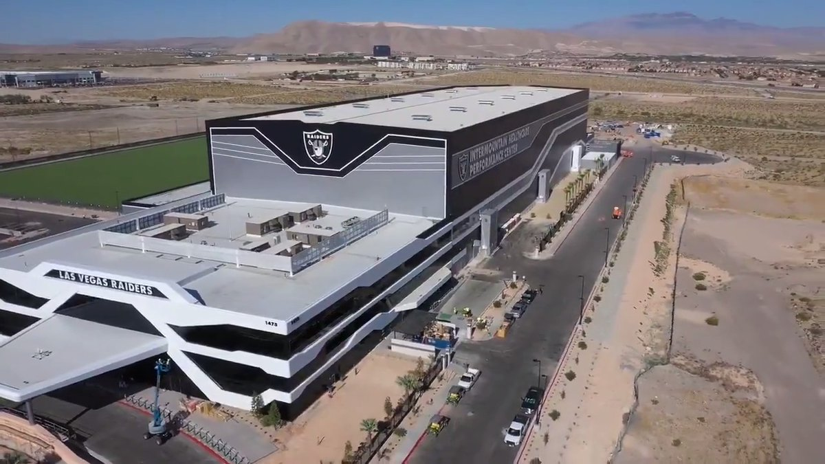 Get a look at the Raiders' brand new performance facility. 🤩 (via @Raiders) https://t.co/t8ypLFwoPv