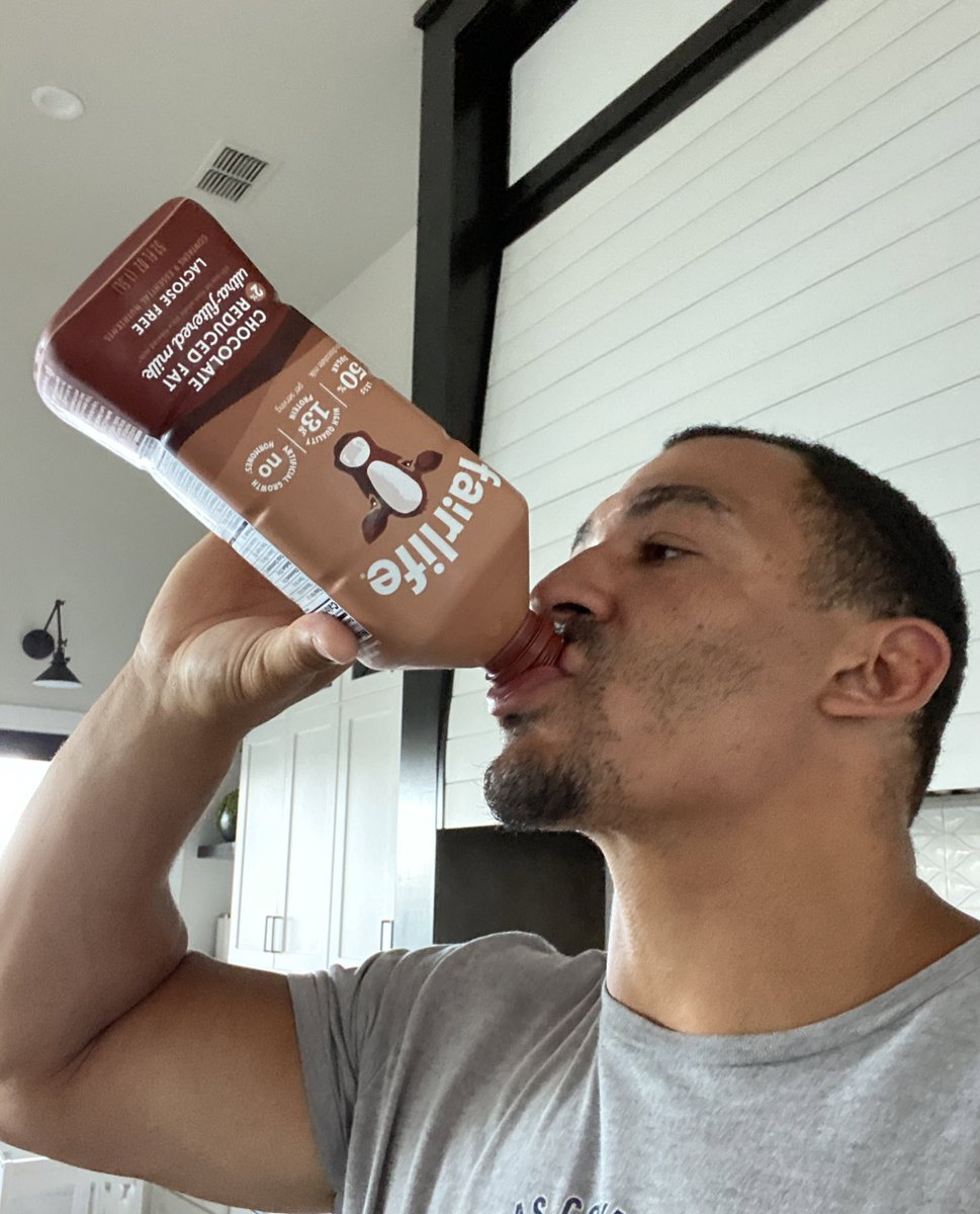 Cropped out of the pic is Mia staring me down because I took down the rest of the chocolate Milk after my morning workout! 🤷🏽♂️🤣 @DairyMAX #nationaldairymonth🐮❤️ https://t.co/JbBhHDjrBq