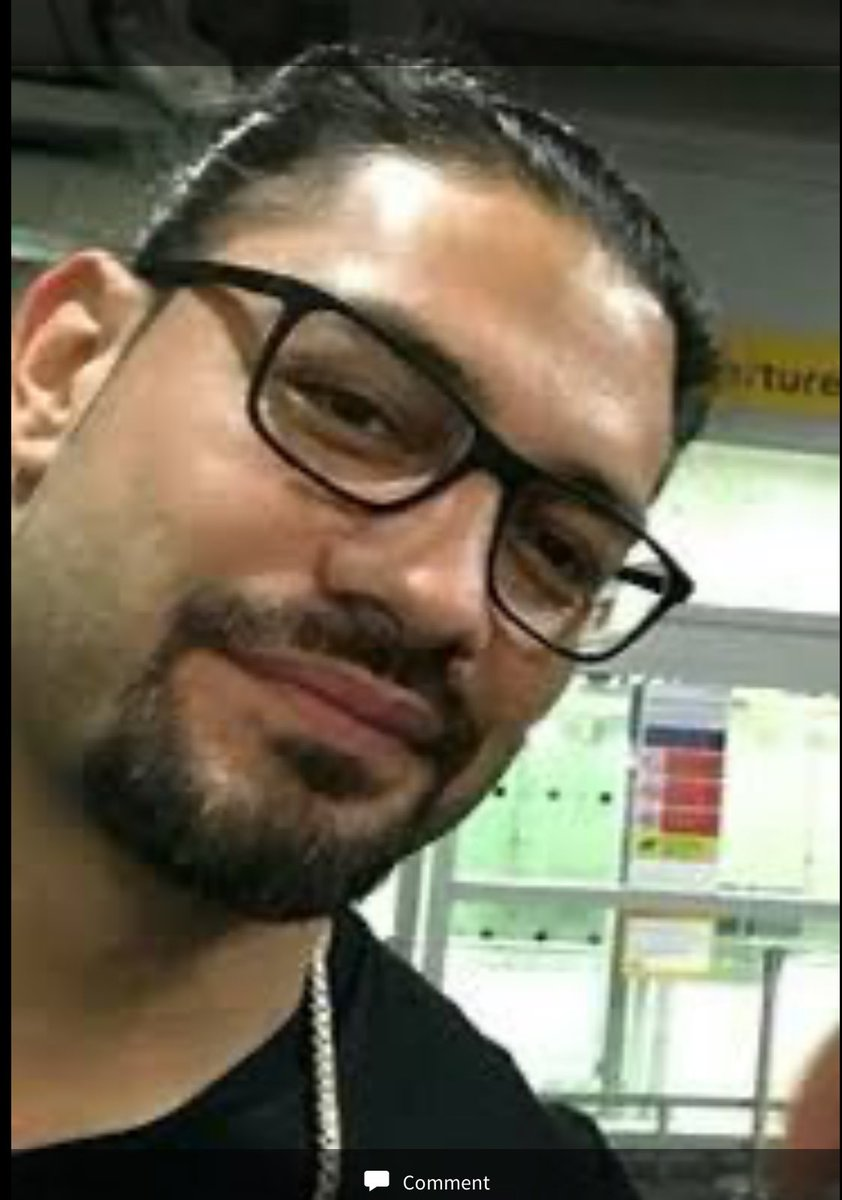 Roman wearing glasses. Absolutely stunning. #RomanReigns #RomanEmpirepic.twitter.com/hEPXuwAsRY  by Wrestle Critic