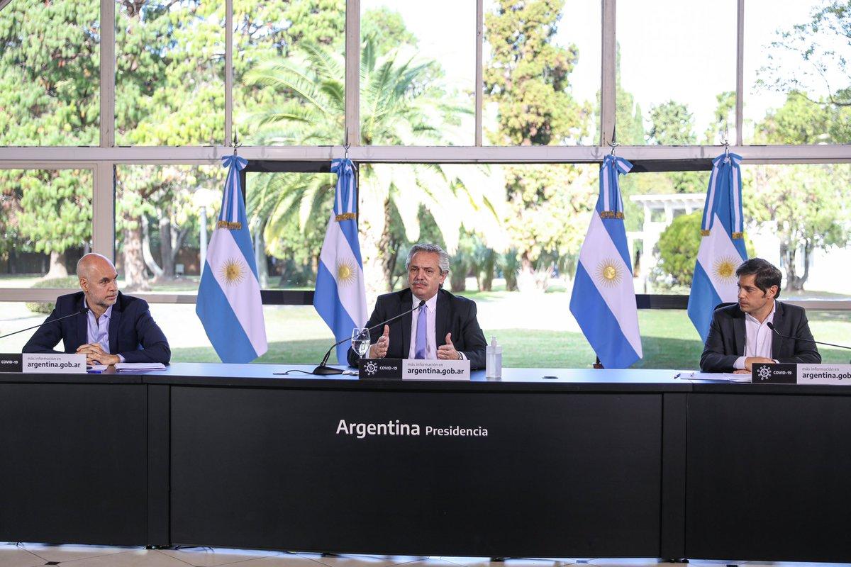 En los últimos días, el contagio del virus aumentó exponencialmente en el AMBA. Por eso decidimos con @KicillofOK y @horaciorlarreta que debíamos tomar medidas más restrictivas a la circulación. Lo hacemos con un solo objetivo: proteger la vida de los argentinos. https://t.co/hR6X0Th1e9