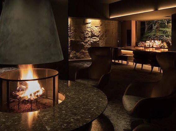 「泊まれるバー」bar hotel箱根香山に宿泊しました。チェックインした瞬間シャンパンが注がれ、そのまま翌朝3時まで約200種のお酒が飲み放題です。部屋にも、休憩所にもお酒があり、全てのお酒好きにオススメです。<br><br>唯一の欠点は、チェックインした瞬間、記憶が飛んでチェックアウトになることです。
