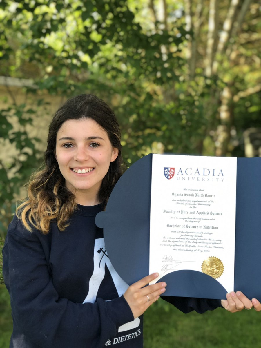 Finally got around to having a mini celebration and taking some pics! So thankful for everyone who supported me along the way @AcadiaNutrition @AcadiaU @acadia_alumni https://t.co/szCDMUPKjB