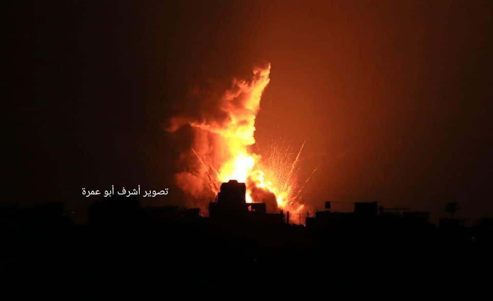 صور من الغارات الإسرائيلية على غزة قبل قليل  #غزة__تحت_القصف https://t.co/edbFDSFUfp