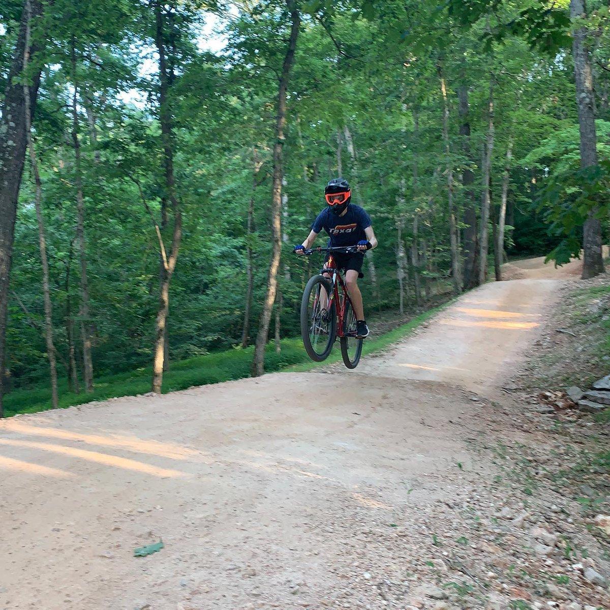 Joshua is out enjoying some Bentonville trails!   #visitbentonville #bikebentonville #bentonvillear #oztrailsnwa https://t.co/dBclVjMAfq