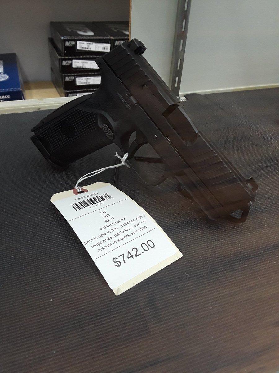 FN509 グリップが小さいので手の小さい自分には良かった。 サイトが非常に見やすい。 トリガープルはグロックそっくり。 この辺はCZ P10Fもよく似ている。 なぜPPQのトリガープルをどこのブランドも真似しないんやろ? あれはホンマにいい!!  しかしこの鉄砲ちょっと高い。 pic.twitter.com/EanEOHRAd6