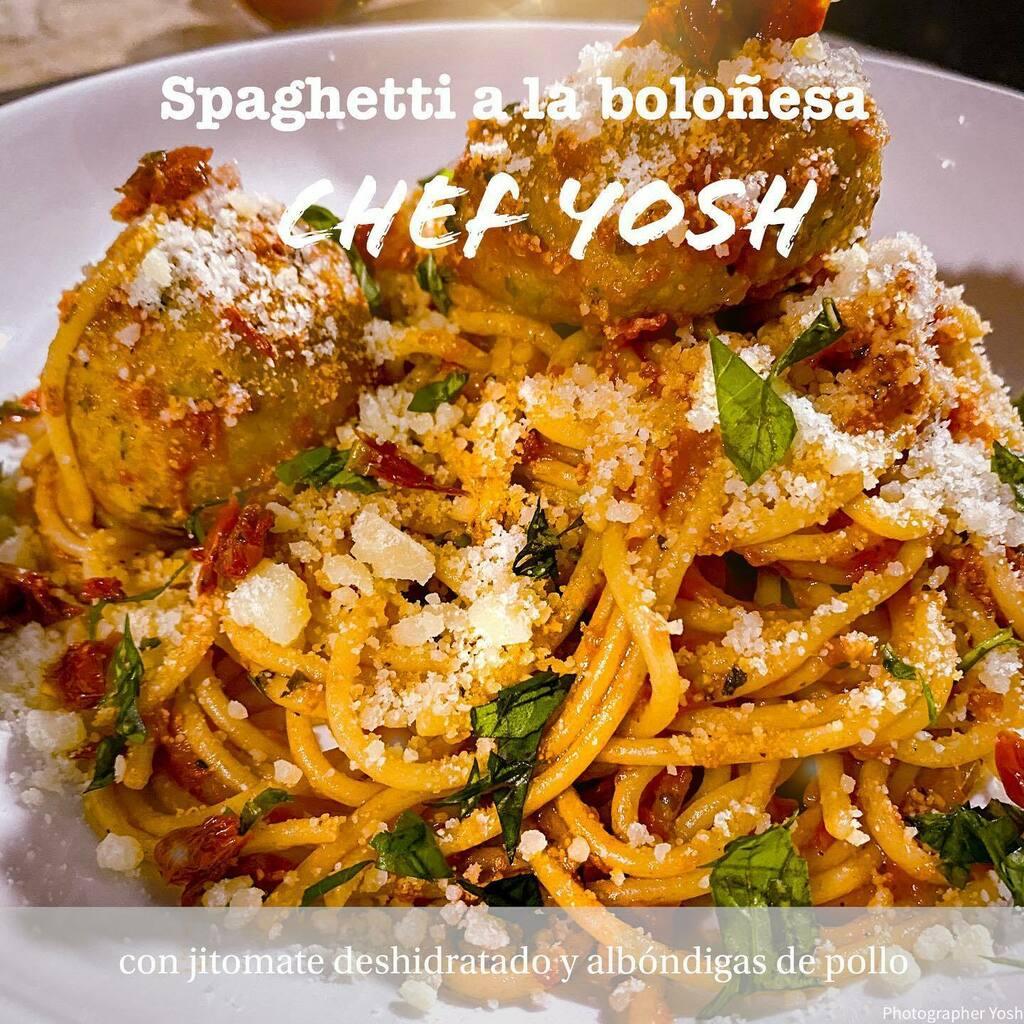 Aquí les dejo lo que voy a cenar, espagueti a la boloñesa con jitomate deshidratado picado y unas albóndigas deliciosas de pollo. Esta delicioso 😋. Cuéntame te gusta la comida italiana y si si cual es tu platillo favorito? . . . #spaguetti #spaguettibolognesa #italianfood #f…