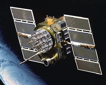 On June 26, 1993, the launch GPS II-21 completed the 24-satellite constellation, which provided worldwide navigational data in three dimensions -- latitude, longitude, and altitude. GPS III SV 03 is scheduled to launch June 30 from CCAFS. #GPSIIISV03 #GPS25years #SpaceStartsHere https://t.co/rHQVIfKLC6