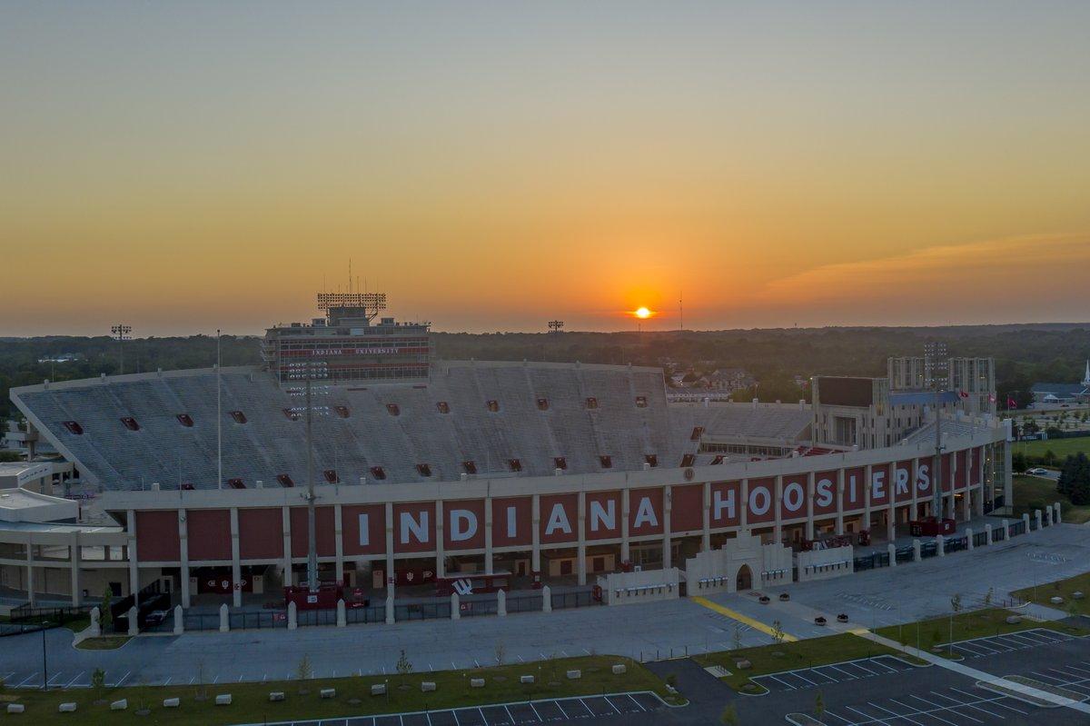@WTHRcom Sunset over Bloomington.  Taken by Branden Beachy https://t.co/0mZpTD1iAI